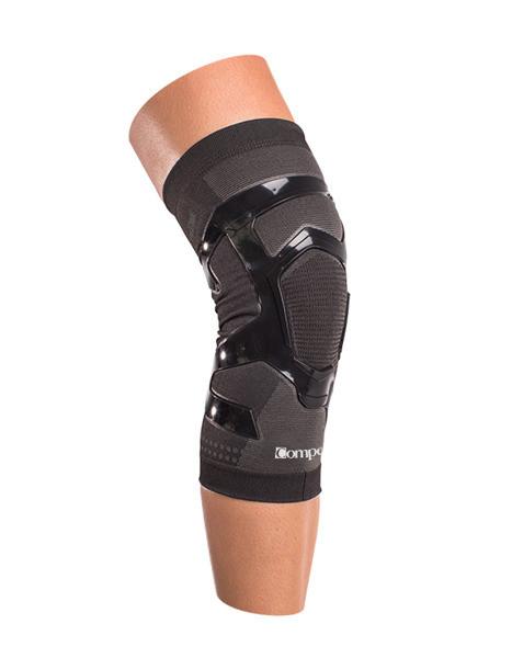 Stabilizator na kolano Compex TRIZONE KNEE założony na nogę
